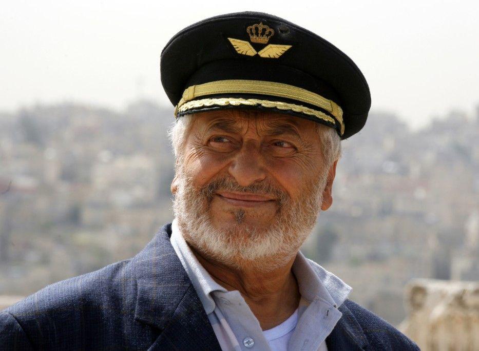 Das ist doch mal eine schmucke Mütze! Nadim Sawalha als Abu Raed