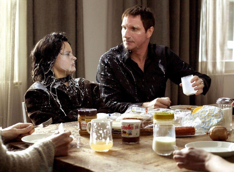 Paul (Peter Blok) hat es satt, von seiner aufmüpfigen Punkertochter Robin (Sarah Jonker) provoziert zu werden