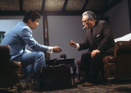 Tetsuya (Tetsuya Watari, l.) und sein Boss Kurata (Ryuji Kita) ahnen nichts von den Intrigen gegen sie
