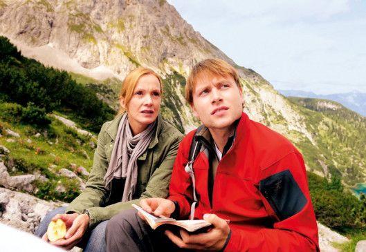 Bergpanorama mit Katja Flint und Max Riemelt
