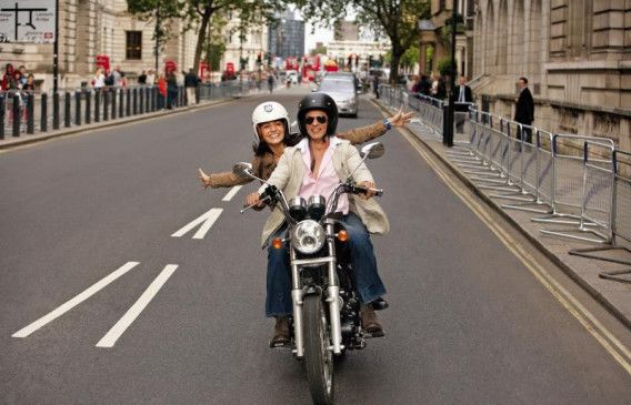 Bollywood wir kommen! Samar (Shah Rukh Khan) und Akira (Anushka Sharma)