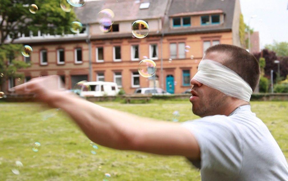 Tonio (Benedikte Hansen) ist ein hoffnungsloser Träumer