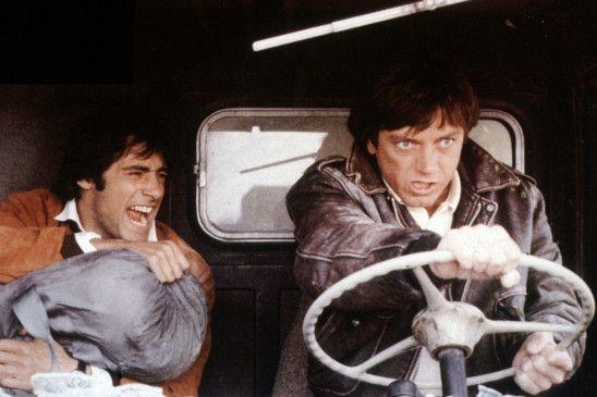 Stephane (Gerard Lanvin, l.) und Paul (Bernard Giraudeau) und verteidigen ihre Beute gegen Mafiosi