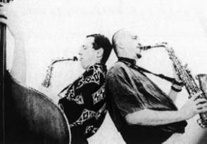 Zwei Saxophonisten des Vienna Art Orchestra