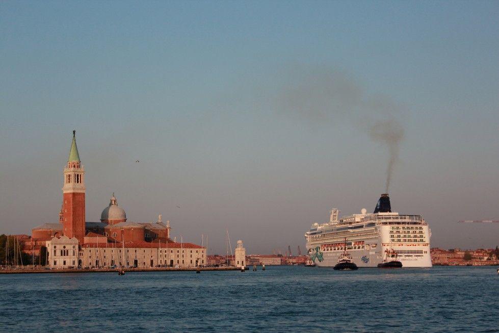 Venedig für einen Tag: 1000 riesige Kreuzfahrtschiffe steuern jedes Jahr die Lagunenstadt an