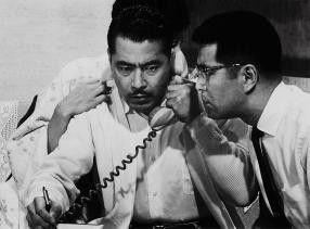 Ich zahle das Lösegeld für den Jungen! Toshiro  Mifune (l.) und Tatsuya Mihashi