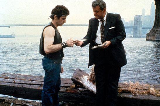 Steve Burns (Al Pacino, l.) mit seinem Kontaktmann Captain Edelson (Paul Sorvino)