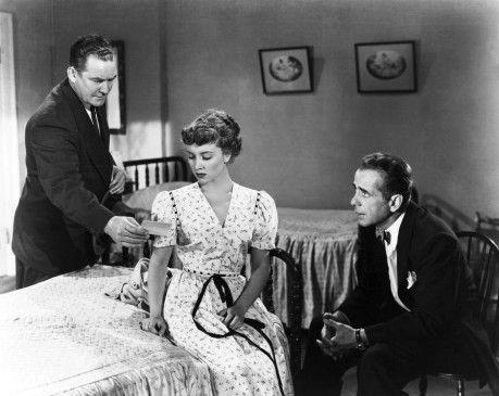 Sag endlich die Wahrheit, Kleines! Humphrey Bogart (r.) als Staatsanwalt Martin Ferguson