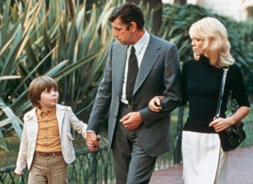 Fast wie eine richtige Familie: Michal Constantin (M.) mit Mireille Darc und Herve Hillien