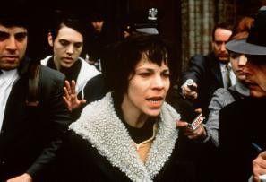 Hoffentlich ist das Schwein tot! Valerie Solanas (Lili Taylor) wird von der Polizei abgeführt