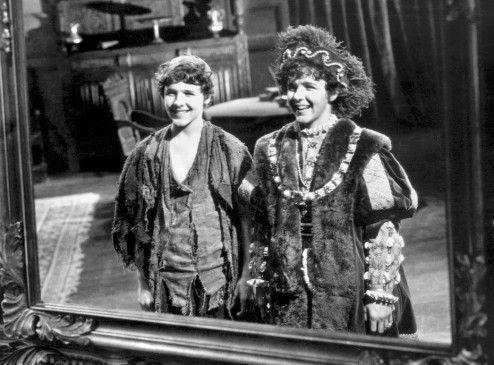 Prinz und Bettelknabe (Bobby und Billy Mauch) haben die Kleider getauscht