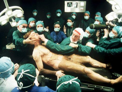 Der künstliche Mensch bewegt sich - im Krankenhaus herrscht das Chaos