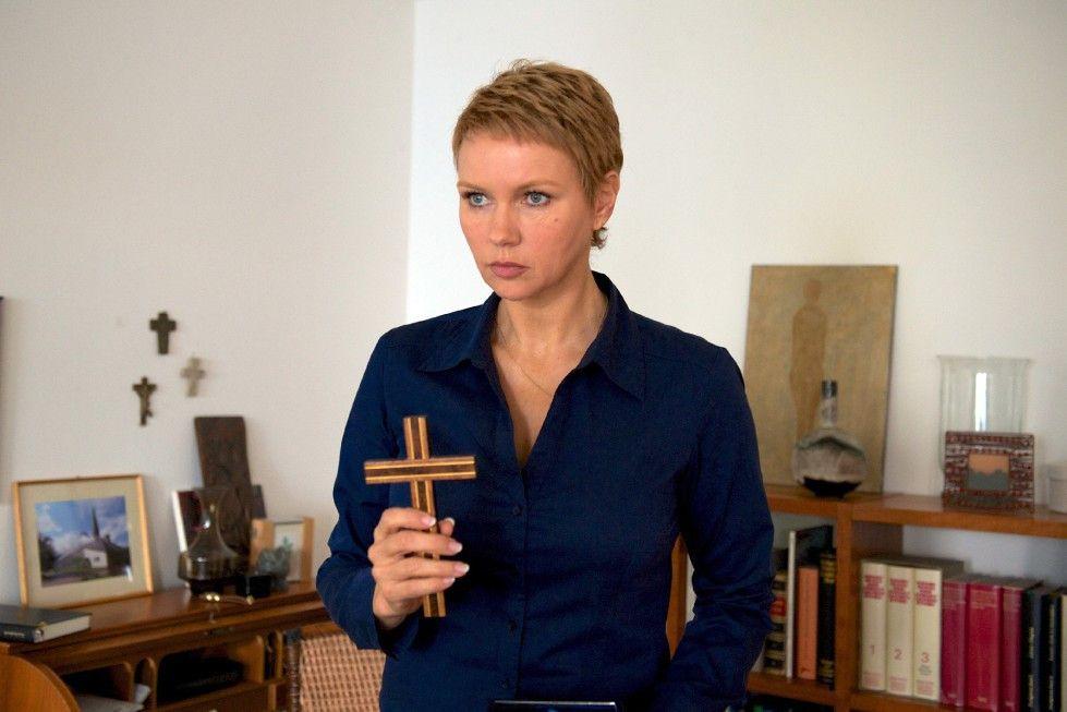 Veronica Ferres als Lena Fauch in ihrem neuen Münchner Büro