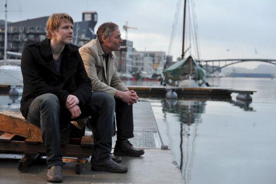 Varg Veum (Trond Espen Seim, l.) und Polizist Jacob Hamre (Bjørn Floberg) haben ein sehr spezielles Verhältnis zueinander