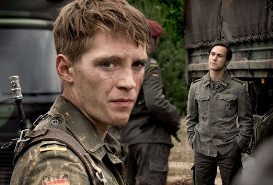 """Schauspieler Jonas Nay als Spion Martin Rauch in """"Deutschland 83""""."""