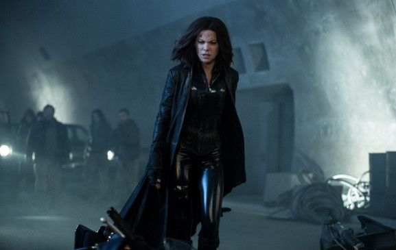 """In """"Underworld: Blood Wars"""" muss Vampirin und Todeshändlerin Selene (Kate Backinsale) die brutalen Attacken des Lykaner-Klans und der Vampire, die sie verraten haben, abwehren."""