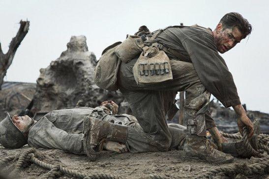 Desmond Doss (Andrew Garfield) im selbstlosen Rettungseinsatz.