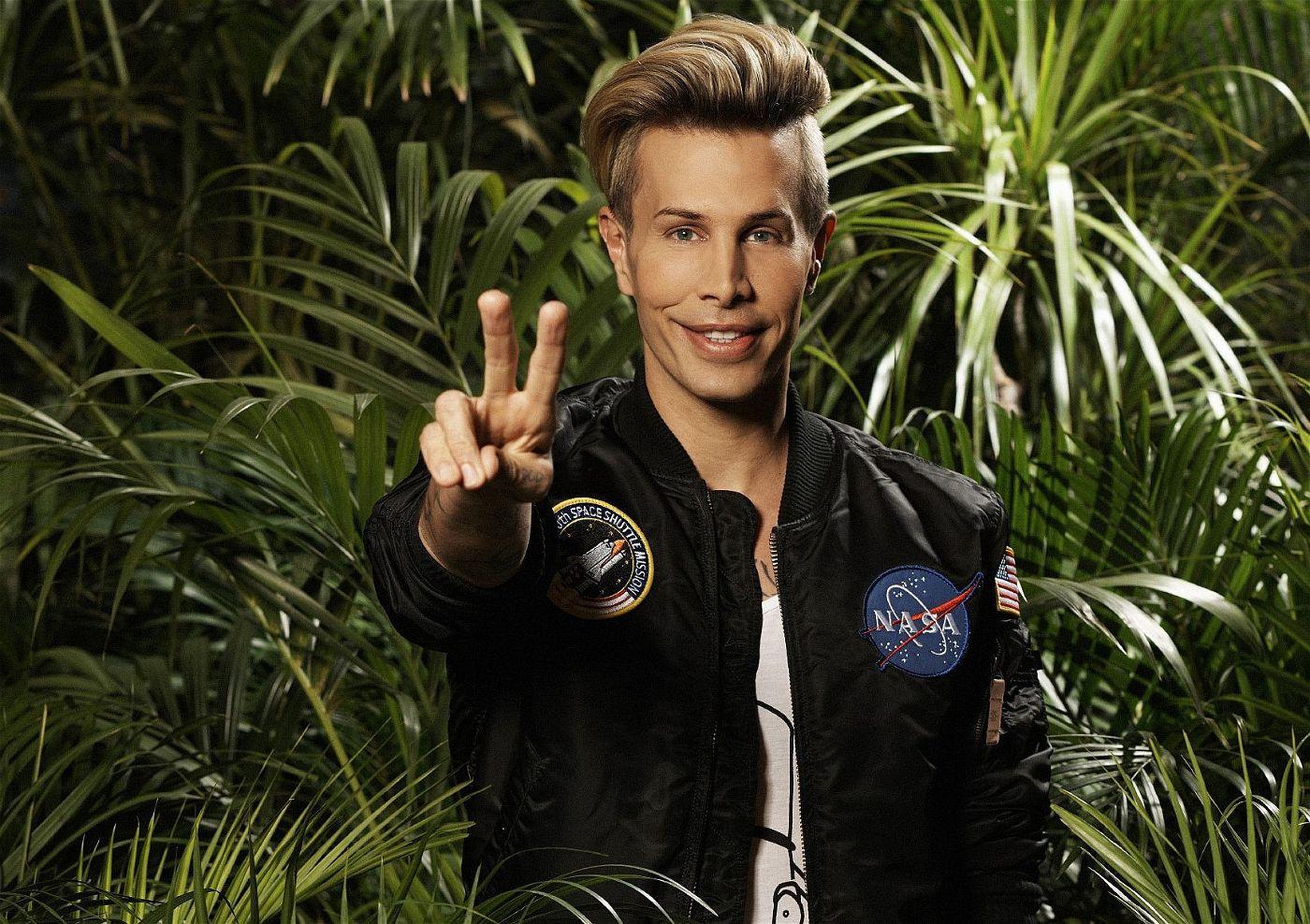 """Florian Wess ist ein """"It-Boy"""" und möchte im Dschungel zeigen, dass er eine eigenständige Person ist. <p><a href=""""https://www.prisma.de/thema/sendung/dschungelcamp,10570079"""">Hier erfahren Sie mehr rund um das Dschungelcamp, die Kandidaten und Sendezeiten</a>.</p>"""