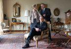 Staatsanwalt Reuther (Rainer Hunold) stattet Arnold Rätsch (Uwe Preuss) und seiner Ehefrau Beate (Nicole Ernst) einen Besuch ab.