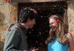 Gardner (Asa Butterfield) und Tulsa (Britt Robertson) schweben auf Wolke 7.