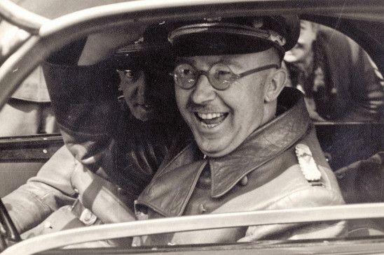 Kann offensichtlich lachen: Heinrich Himmler, Konstrukteur des Grauens.