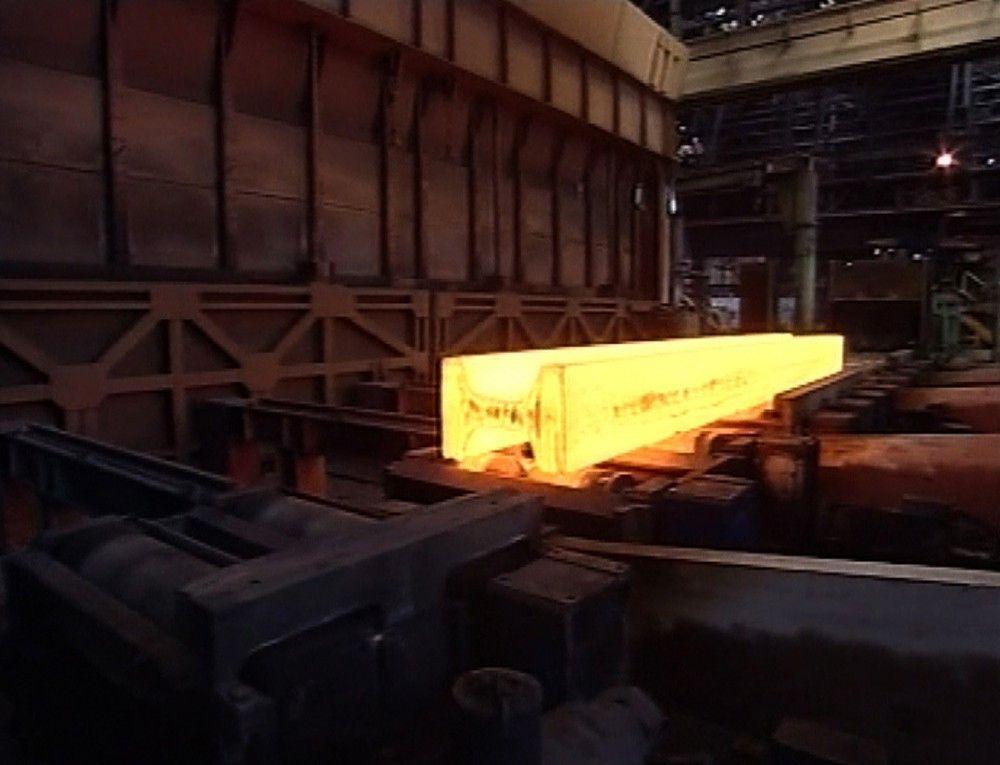 Stahlträger bei der Herstellung