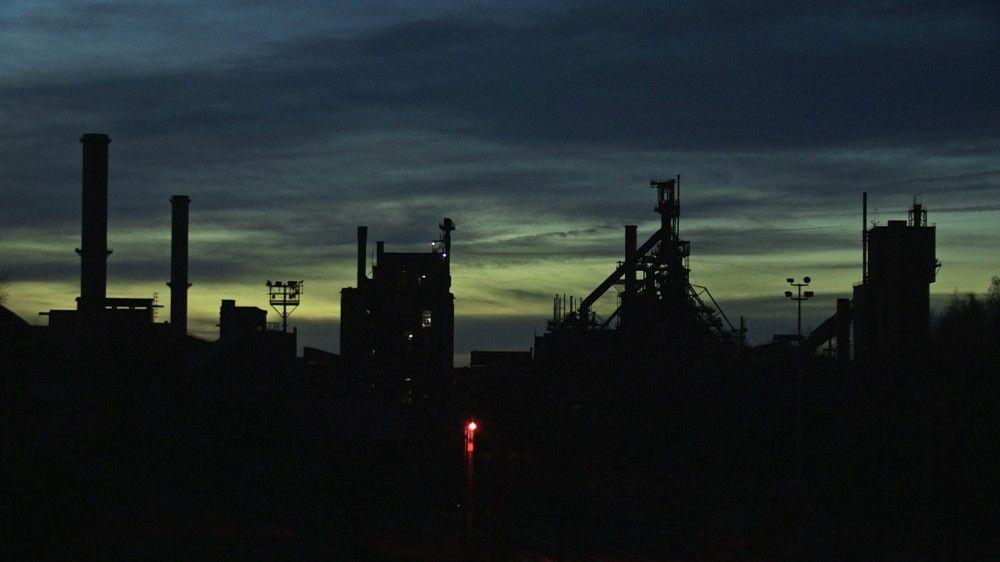Arcelor-Mittal-Werk im belgischen Lüttich in der Abenddämmerung