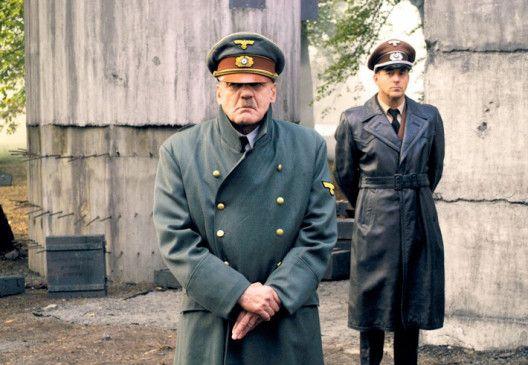 Dem Untergang geweiht: Bruno Ganz als Hitler, im Hintergrund Heino Ferch