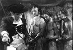 Kapitän Bligh (Charles Laughton, l.) führt ein hartes Regiment auf der Bounty