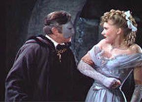 Christine (Susanna Foster) ist von dem Phantom (Claude Rains) nicht begeistert