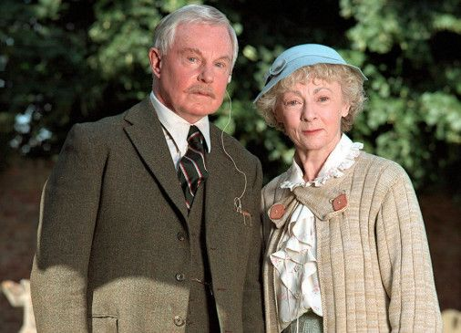 Miss Marple (Geraldine McEwan) und das spätere Opfer (Derek Jacobi)