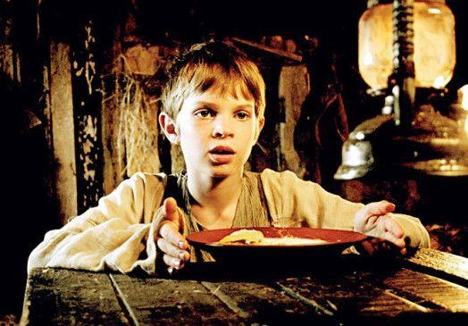 Der kleine Jonas (Leonard Proxauf) hat einiges auszuhalten ...