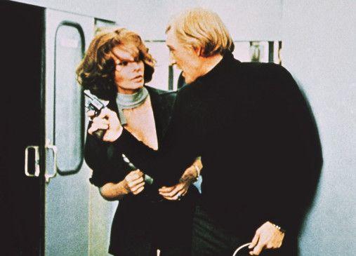 Jennifer (Sophia Loren) unterstützt Dr. Chamberlain (Richard Harris) beim Wettlauf gegen die Zeit