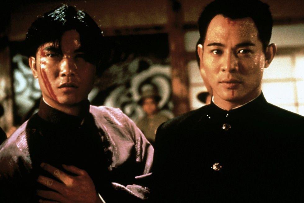 Chen Zhen (Jet Li, r.) und Huo Ting-An (Chin Siu-Hou) wollen den Attentäter bezwingen