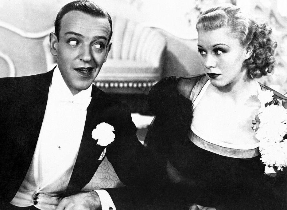 Jerry (Fred Astaire) versucht, bei Dale (Ginger Rogers) zu landen