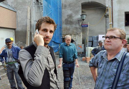 Moritz Eisner (Harald Krassnitzer, M.) bei den Ermittlungen