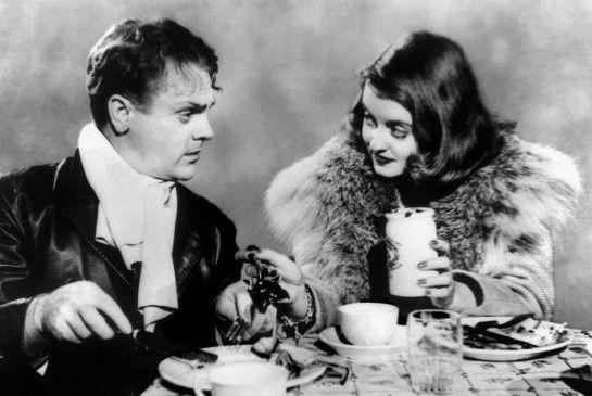 Steve (James Cagney) hat die heiratslustige Millionärstochter Joan (Bette Davis) entführt