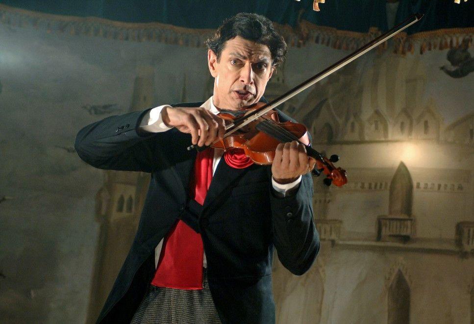 Und der Geiger geigt sich einen ... Jeff Goldblum als Clown