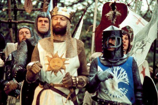 König Artus (Graham Chapman, M.) und seine Mannen