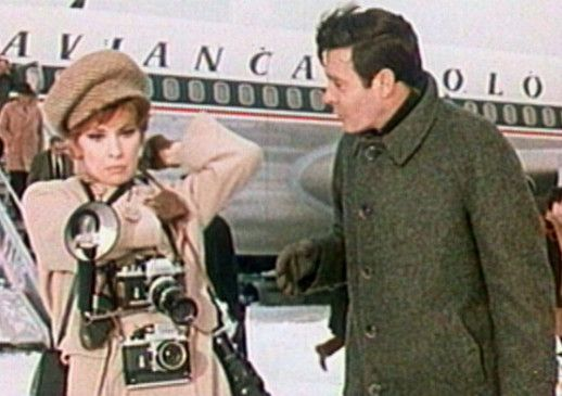 Fotoreporterin Lisa (Gina Lollobrigida) lernt den attraktiven Industriellen Laurent (Louis Jourdan) kennen