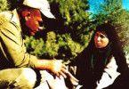 Und was soll ich mit dem Wahlzettel? Cyrus Abidi (l.) befragt Nassim Abdi