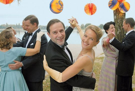 Noch ist die heile Welt offenbar intakt: das Ehepaar Vorweg (Stefan Kurt, Karoline Eichhorn)