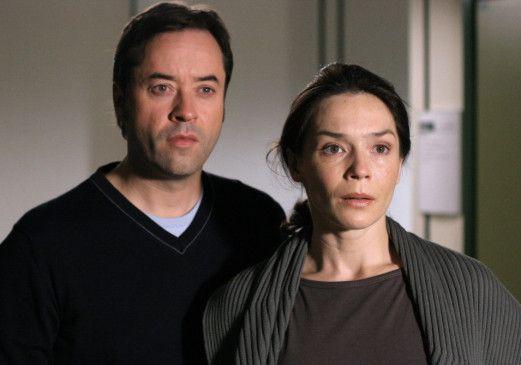 Was sollen wir jetzt machen? Jan Josef Liefers und Julia Stemberger schauen ratlos