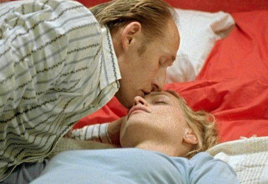 Katja (Catherine Flemming) ist nach der kurzen Begegnung mit Richards (Detlef Bothe) Faust k.o.