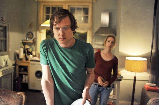 In der Ehe von Peter (Lars Eidinger) und Elisabeth (Ursina Lardi) kriselt es gewaltig