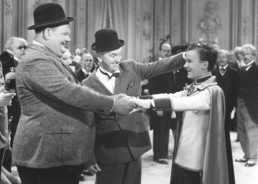 Stan und Ollie mit dem Thronfolger (David Leland)