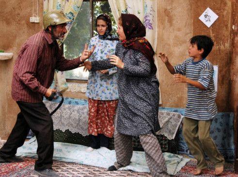 Der Haussegen liegt schief: Karim (Reza Naji, l.) streitet nicht nur mit seiner Frau Nargess (Maryam Akbari)