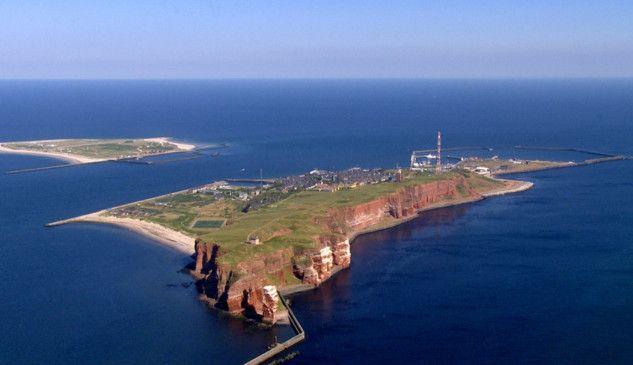 Fantastische Aussicht aus dem Helikopter auf die Insel Helgoland