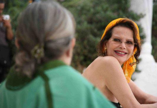Noch ahnt Maliks Mutter (Claudia Cardinale) noch nichts von dem Geheimnis ihres Sohnes