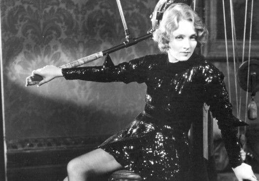 Magda (Marlene Dietrich) verdient ihr Geld als Prostituierte